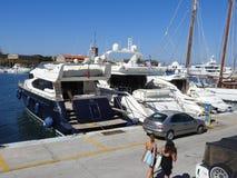 Yates amarrados en el puerto de Rodas Grecia Fotos de archivo libres de regalías