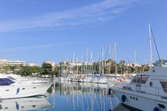Yates anclados en el puerto Pierre Canto en Cannes Fotos de archivo