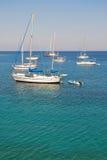 Yates de la navegación en el mar Mediterráneo Imagen de archivo libre de regalías