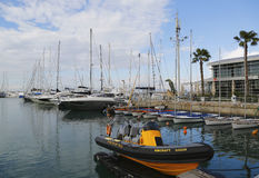 Yates de la navegación en el puerto deportivo de Herzliya Foto de archivo libre de regalías