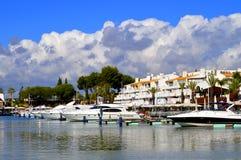 Yates de lujo en el puerto deportivo de Vilamoura Fotografía de archivo