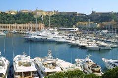 Yates de lujo en el puerto marítimo de Monte Carlo imagenes de archivo