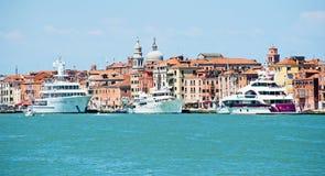Yates de lujo en Venecia fotografía de archivo