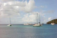 Yates en el ancla en la bahía del ministerio de marina Foto de archivo