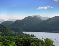 Yates en el lago de la montaña Foto de archivo libre de regalías