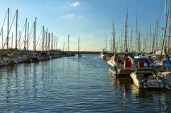 Yates en el mar Mediterr?neo fotografía de archivo libre de regalías