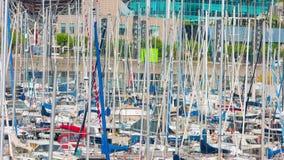 Yates en el puerto Barcelona almacen de video