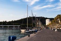 Yates en el puerto de Málaga España imagenes de archivo