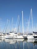 Yates en el puerto de riviera francesa imagen de archivo