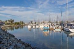 Yates en el puerto deportivo en la isla de Coronado, California Fotos de archivo