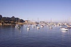 Yates en la bahía de Monterey Foto de archivo libre de regalías