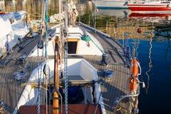 Yates en puerto deportivo Foto de archivo libre de regalías
