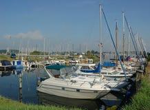 Yates modernos en puerto Fotografía de archivo