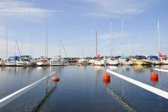 Yates y barcos del puerto deportivo foto de archivo