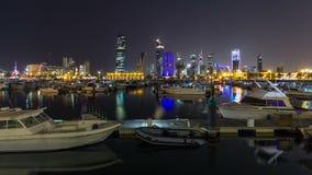 Yates y barcos en el hyperlapse del timelapse de la noche del puerto deportivo de Sharq en Kuwait La ciudad de Kuwait, Oriente Me metrajes