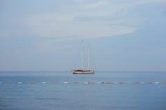 Yates y barcos en el mar adriático Fotos de archivo libres de regalías