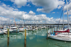 Yates y barcos en el puerto Auckland Nueva Zelanda Imagenes de archivo