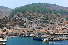 Yates y casas - islas de Grecia Imagenes de archivo