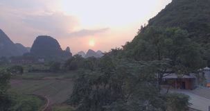 Yaungshuoprovincie bij Zonsondergang stock video
