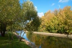 Yauza flod i nedgång Royaltyfri Fotografi