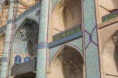 YAZD, IRAN - 7 OCTOBRE 2016 : Ornements et détails sur le faca Images stock