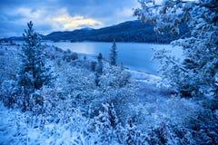 Yazevoe sjö i Altai berg, Kasakhstan Fotografering för Bildbyråer