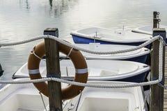 Życia boja łodzie w molu Obrazy Royalty Free