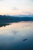 Życie przed wschodem słońca przy Sangkhlaburi Zdjęcia Royalty Free