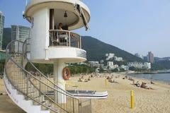 Życie strażnik na obowiązku przy Stanley miasteczka plażą w Hong Kong, Chiny Obrazy Stock