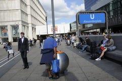 Życie wokoło alexanderplatz Fotografia Royalty Free