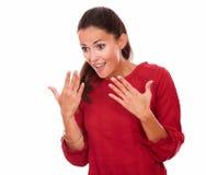Życzliwa młoda dama z zdziwionym gestem fotografia stock