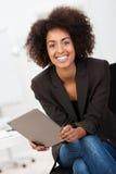 Życzliwy amerykanina afrykańskiego pochodzenia bizneswoman Zdjęcie Stock