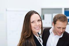 Życzliwy atrakcyjny bizneswoman fotografia stock