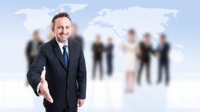 Życzliwy business manager opiera dla ręki potrząśnięcia Fotografia Stock