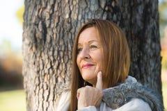 Życzliwy Dojrzały kobiety zimy jackte plenerowy Obrazy Stock