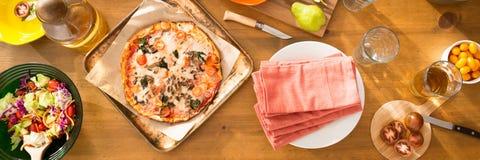 Życzliwy rodzinny obiadowego przyjęcia przygotowanie Fotografia Stock