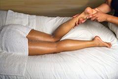 łydkowej masażu stóp luksusowy spa Fotografia Royalty Free