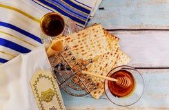 Żydowski wakacyjny hannukah z menorah tradycyjnym Zdjęcie Stock
