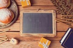Żydowski wakacyjny Hanukkah tło z chalkboard fotografia stock