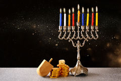 Żydowski wakacyjny Hanukkah z menorah