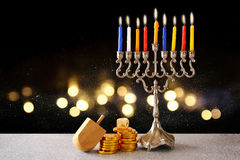 Żydowski wakacyjny Hanukkah z menorah obrazy royalty free