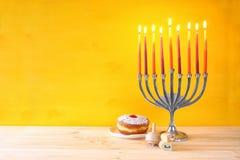 żydowski wakacyjny Hanukkah z menorah (tradycyjni kandelabry) Obrazy Royalty Free