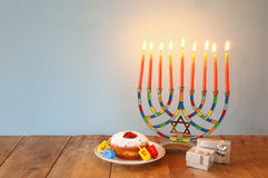 żydowski wakacyjny Hanukkah z menorah (tradycyjni kandelabry) Zdjęcie Stock