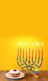 żydowski wakacyjny Hanukkah z menorah (tradycyjni kandelabry) Zdjęcie Royalty Free