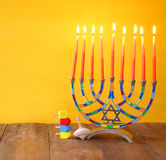 żydowski wakacyjny Hanukkah z menorah (tradycyjni kandelabry) Obraz Stock