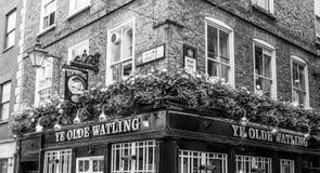 Ye Olde Watling - gammal bar i staden av London - LONDON - STORBRITANNIEN - SEPTEMBER 19, 2016 Royaltyfri Bild