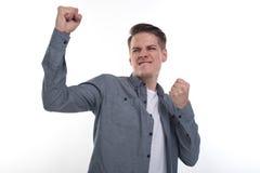 Yeah! Stilig ung man; isolerat på vit bakgrund med en vinnaregest royaltyfri foto