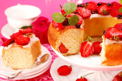 Yeast ring cake with strawberry Royalty Free Stock Photos