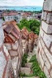 导致Yedikule的塔的上面的石楼梯 免版税图库摄影