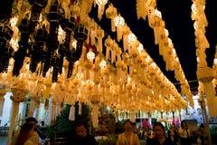Yee Peng-Laterne festivel in Lamphun lizenzfreie stockfotografie